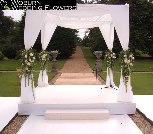 Chuppah with hanging Trailing Amaranthus, Rose, Hydrangea and Lizzianthus at the Sculpture Gallery.
