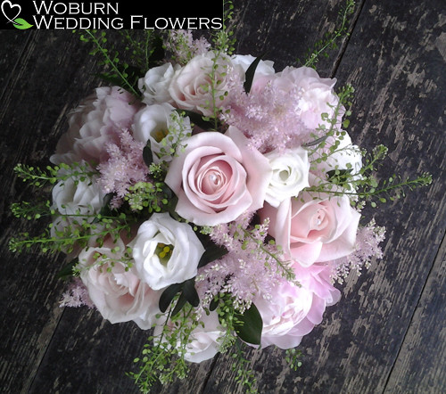 Rose, Lizzianthus and Thalaspi bouquet.