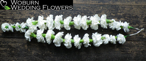Neck flower garland.