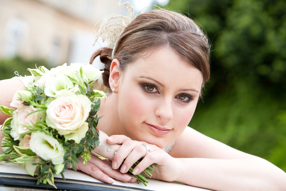 bride with lilac wedding bouquet